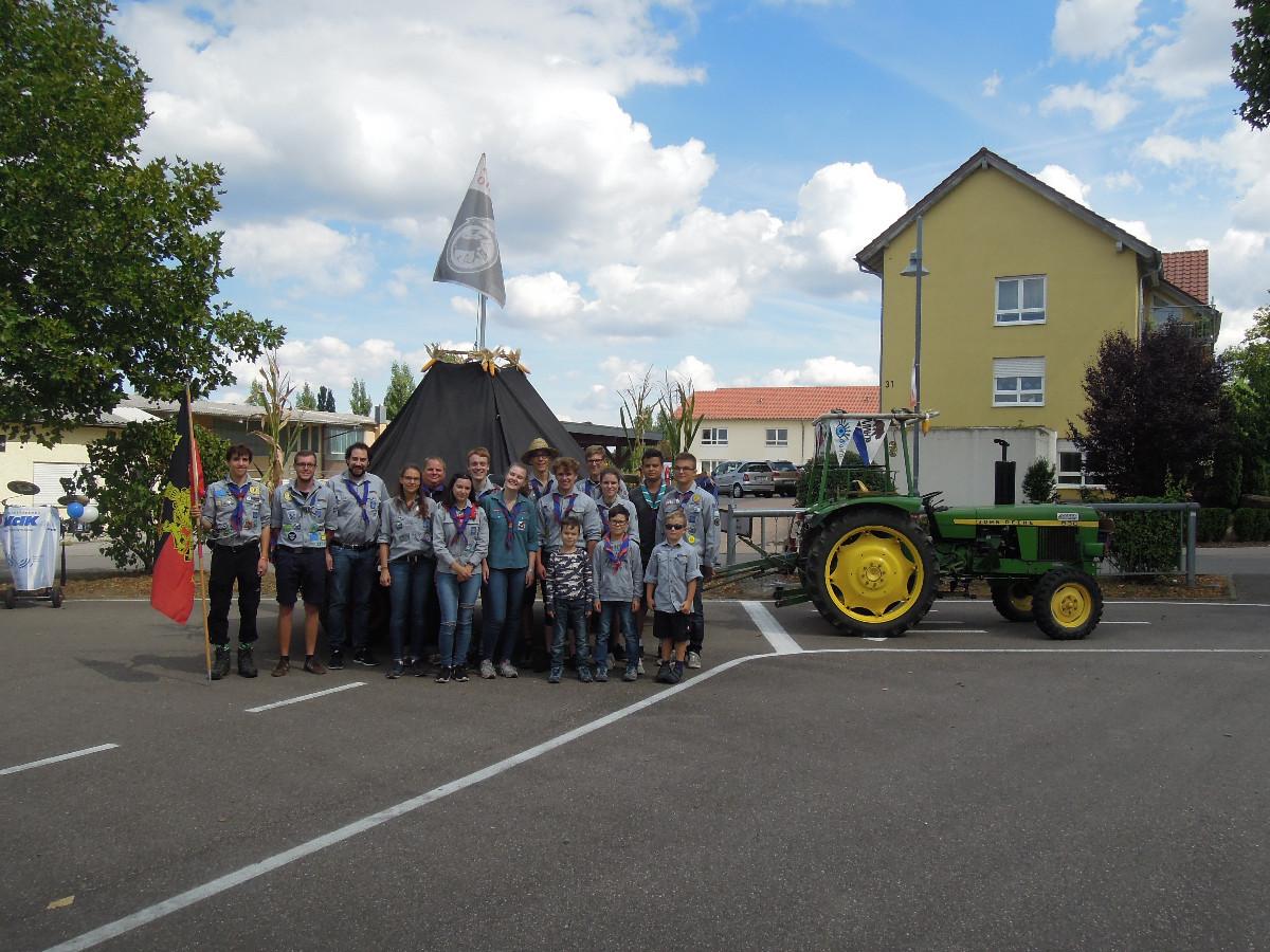 Holzmarkt 2018 Gruppenbild vor Traktor